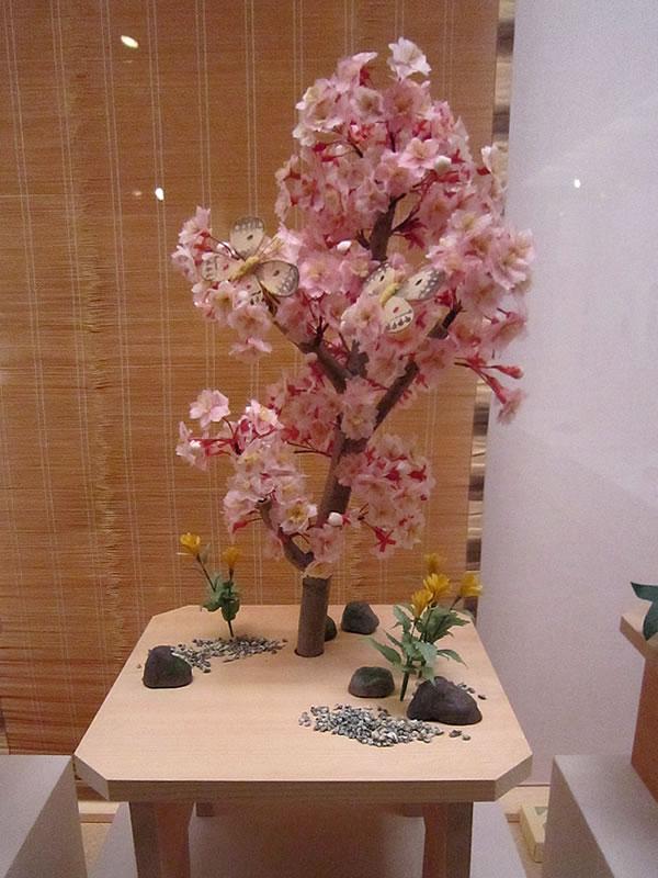 桜の台 蝶二疋・山吹 岩清水八幡宮蔵